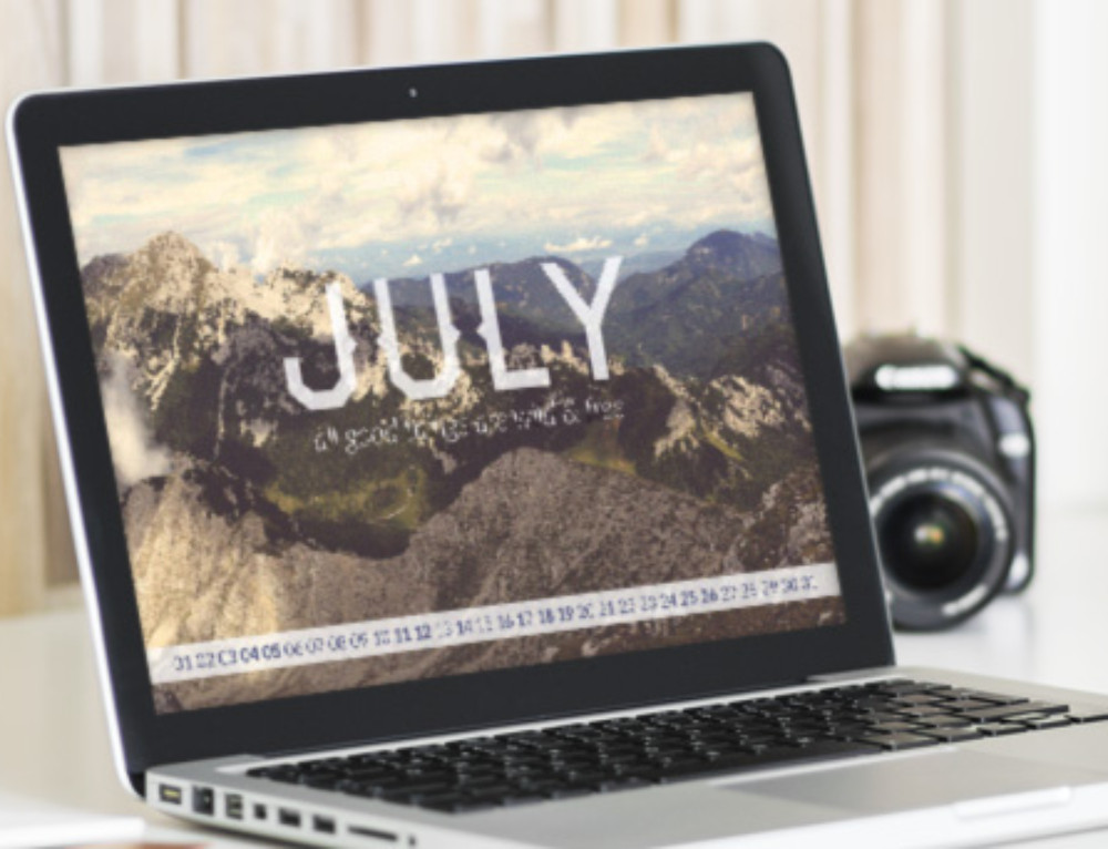 Freebie: July Wallpaper